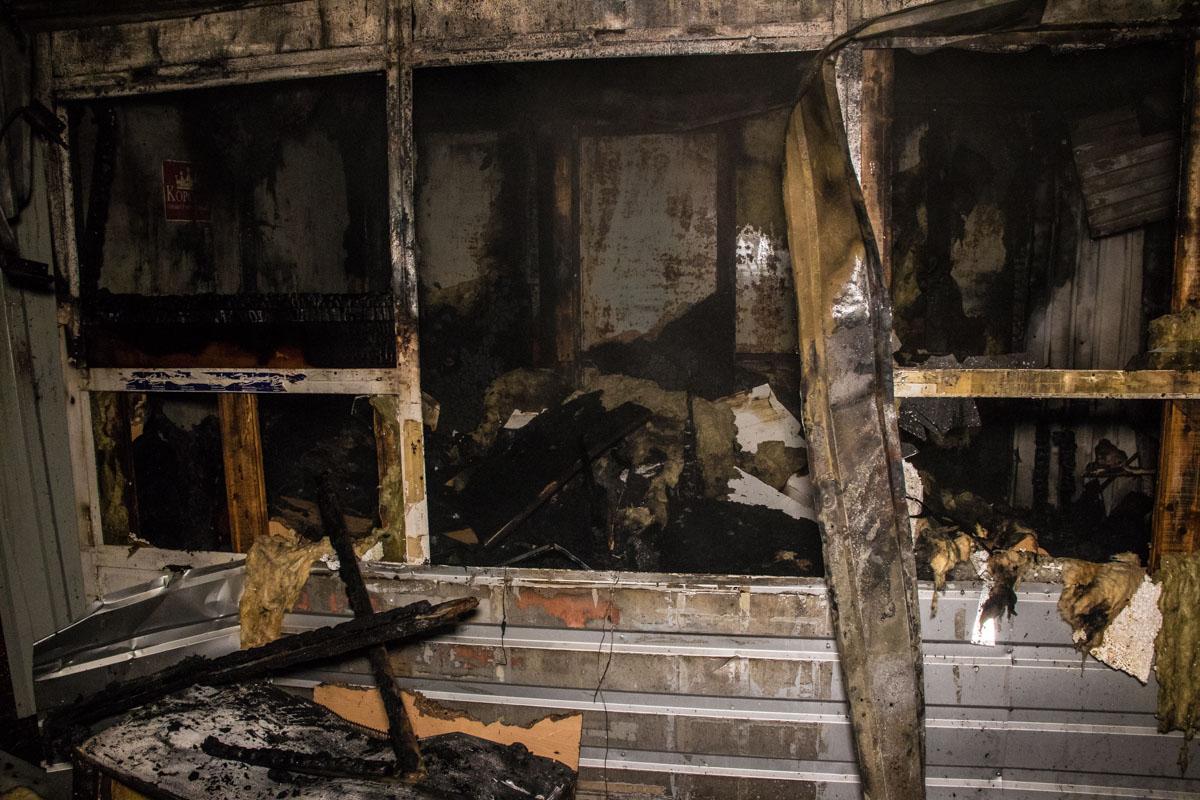 По предварительной информации, пожар произошел из-за неосторожного обращения с печкой, которая находилась в сторожке