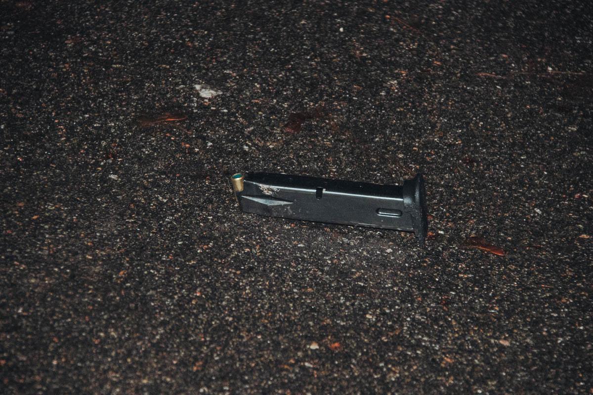Предварительно, стрельба велась из пистолета для отстрела холостых патронов