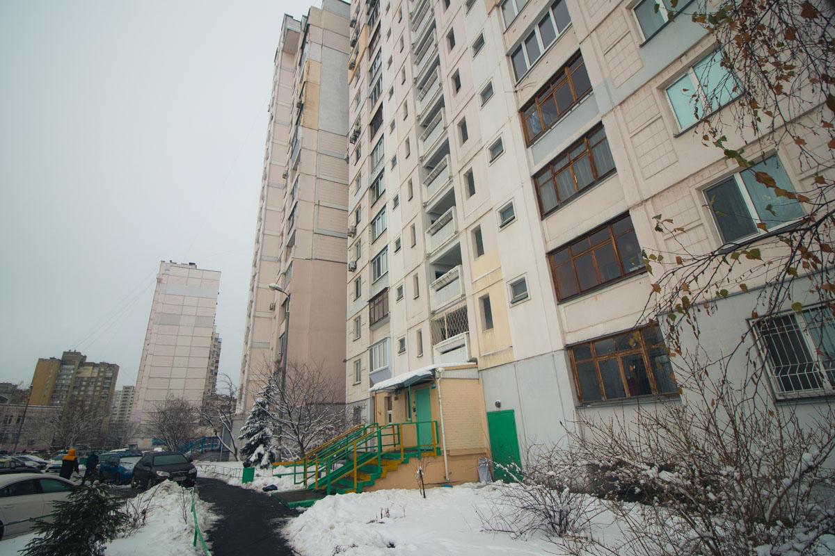 В Киеве по адресу улица Милославская, 47 обнаружили труп мужчины