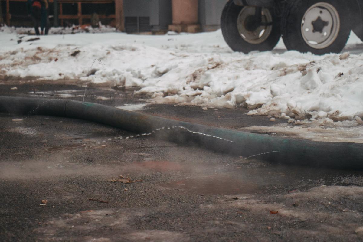 Стоит отметить, что в Киеве 80% труб водоснабжения нуждаются в срочном ремонте