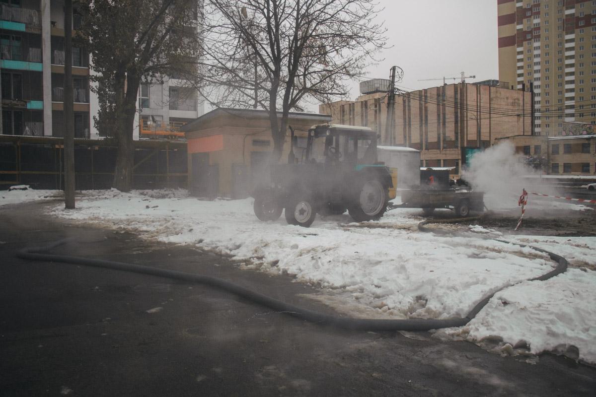 """По словам директора по контролю теплосетей """"Киевтеплоэнерго"""" , прорыв случился исключительно из-за изношенности труб"""