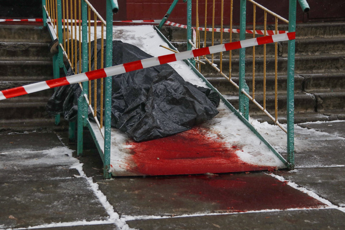 В среду, 12 декабря, в Киеве по адресу Харьковское шоссе, 182г обнаружили труп мужчины