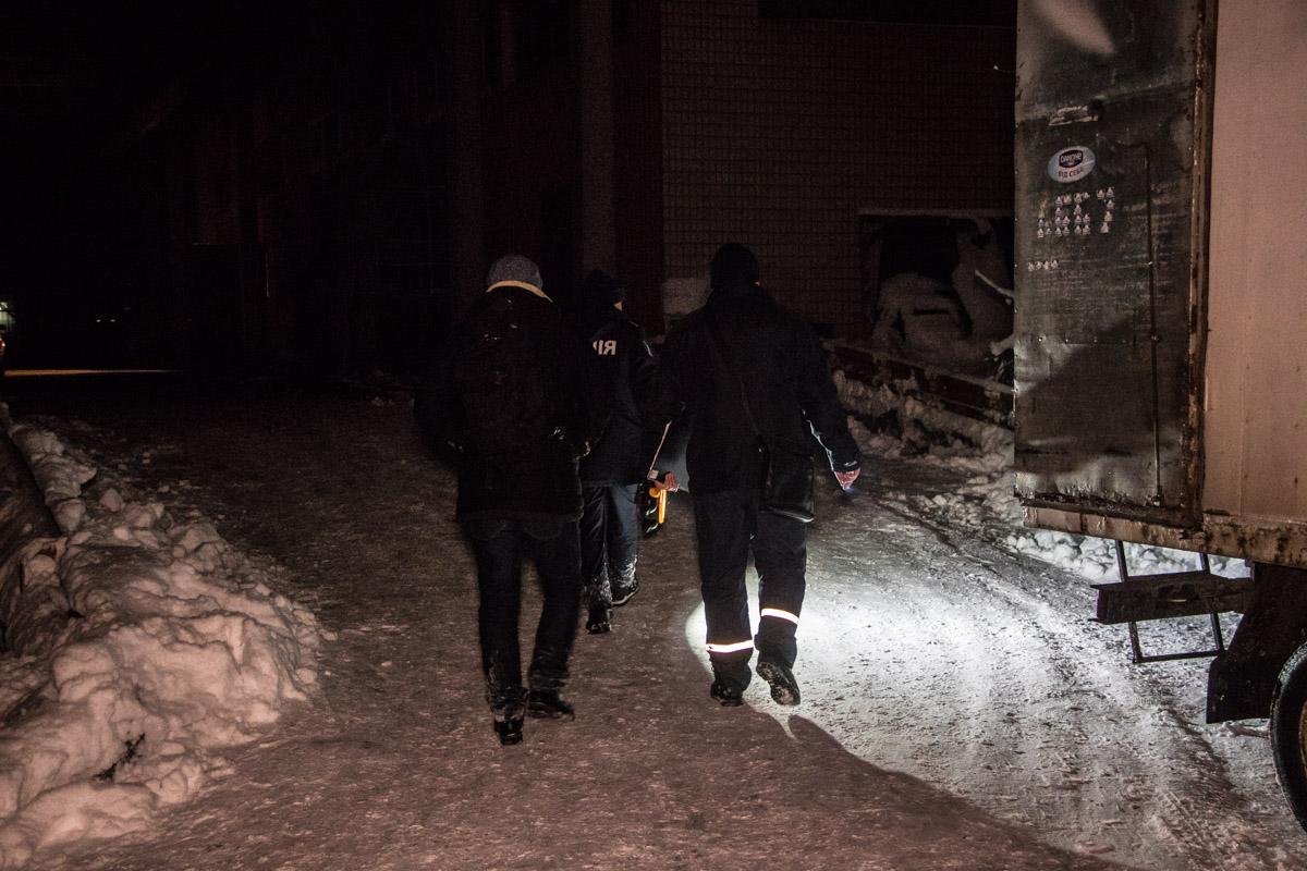 На месте работают сотрудники правоохранительных органов, пожарных служб, внутренней охраны ВДНГ