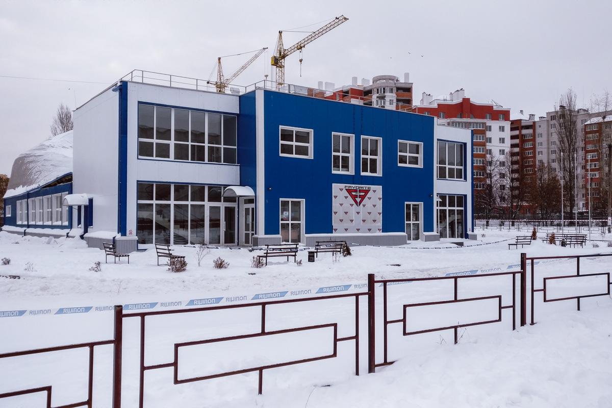 В Вишневом обрушилась крыша недавно построенного спорткомплексаFavorite Fit