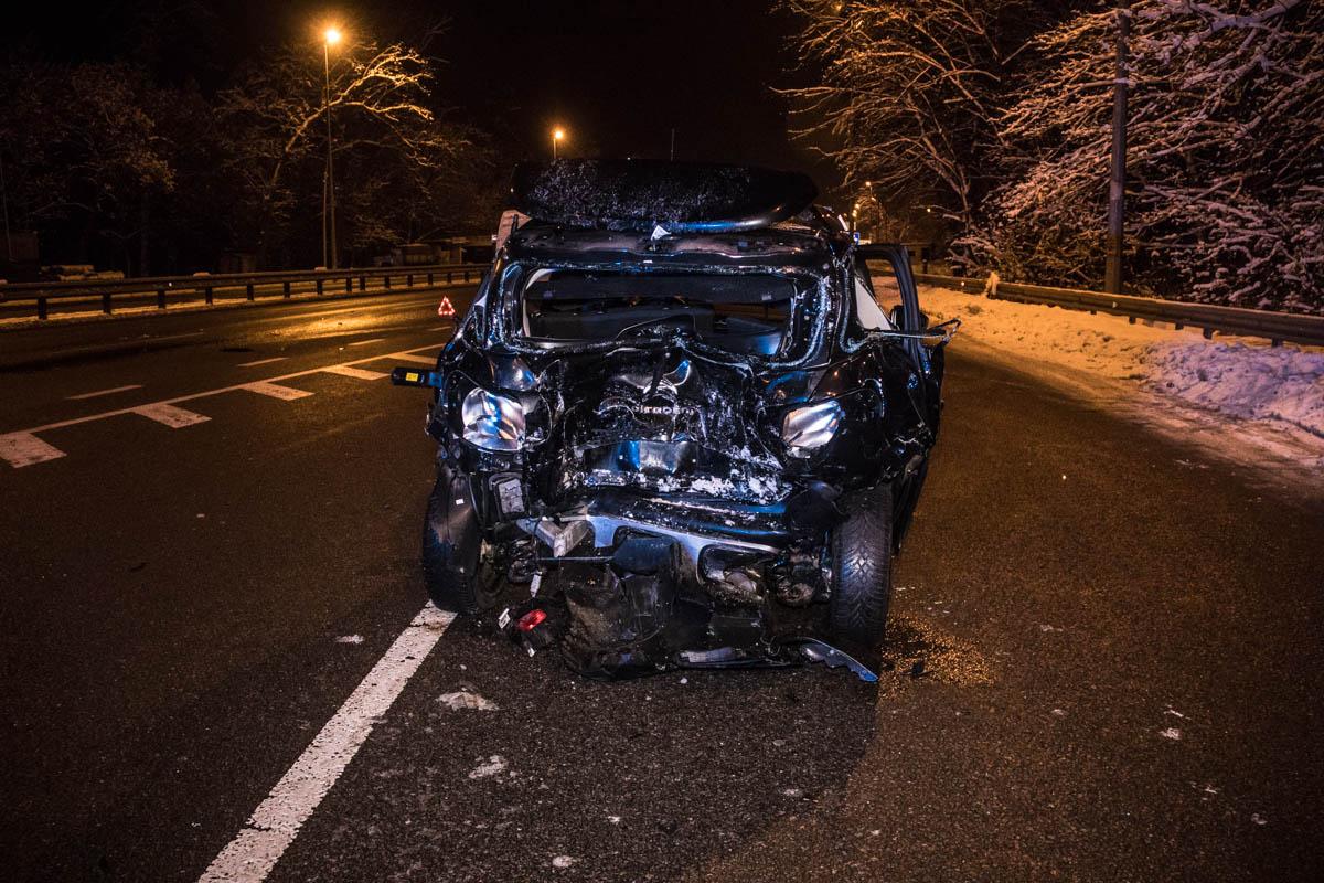 На Житомирской трассе произошло ДТП при участии легкового автомобиля Citroen Aircross и Mercedes Sprinter