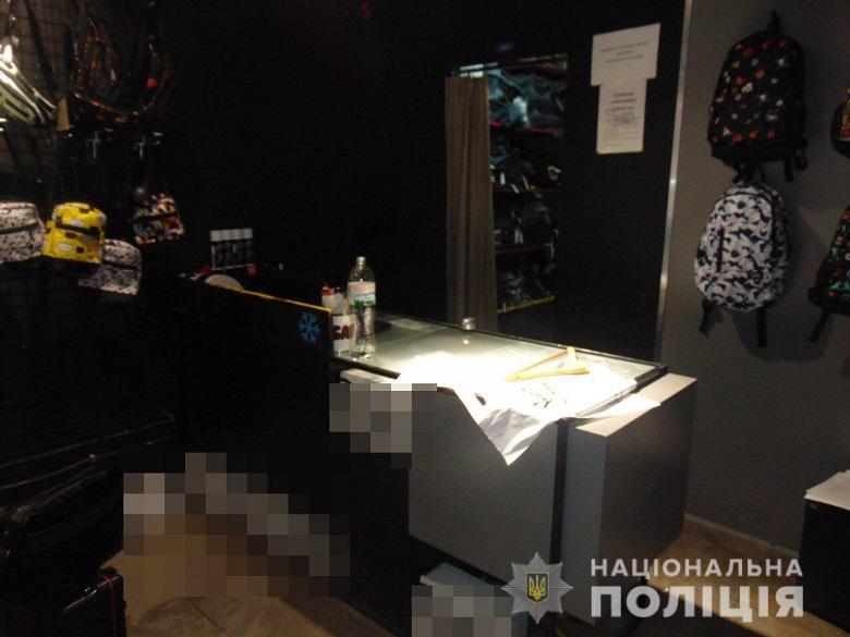 Сотрудник магазина на улице Вербицкого сообщил в полицию об ограблении, которое, как оказалось совершил он же с товарищами
