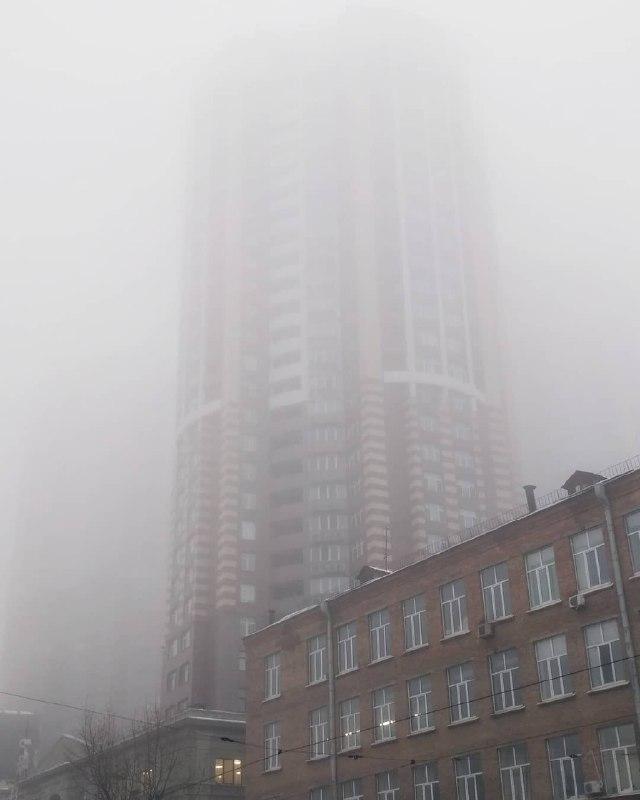 Гигант спрятался в серой дымке. Фото: @volodka_dubnitskiy
