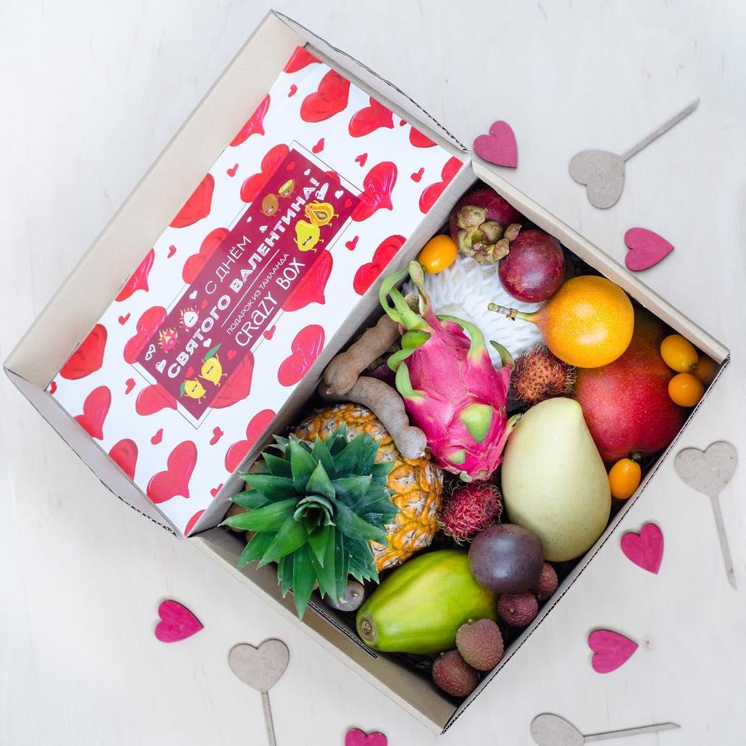 Если ваша девушка следит за фигурой, подарите ей коробочку экзотических фруктов - это и вкусно, и полезно. Instagram: @crazybox.com.ua и @frukty_na_dom_kiev