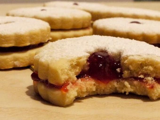 Побалуйте своих родных оригинальным и очень вкусным печеньем с повидлом