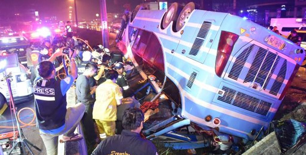 В Таиланде перевернулся двухэтажный туристический автобус