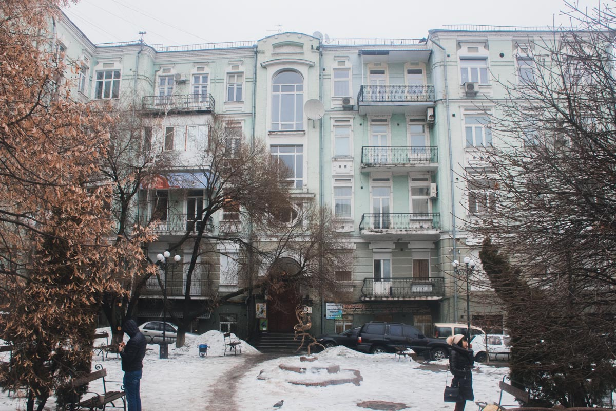 В центре Киева старинный дом находится под угрозой обвала - утверждают жильцы