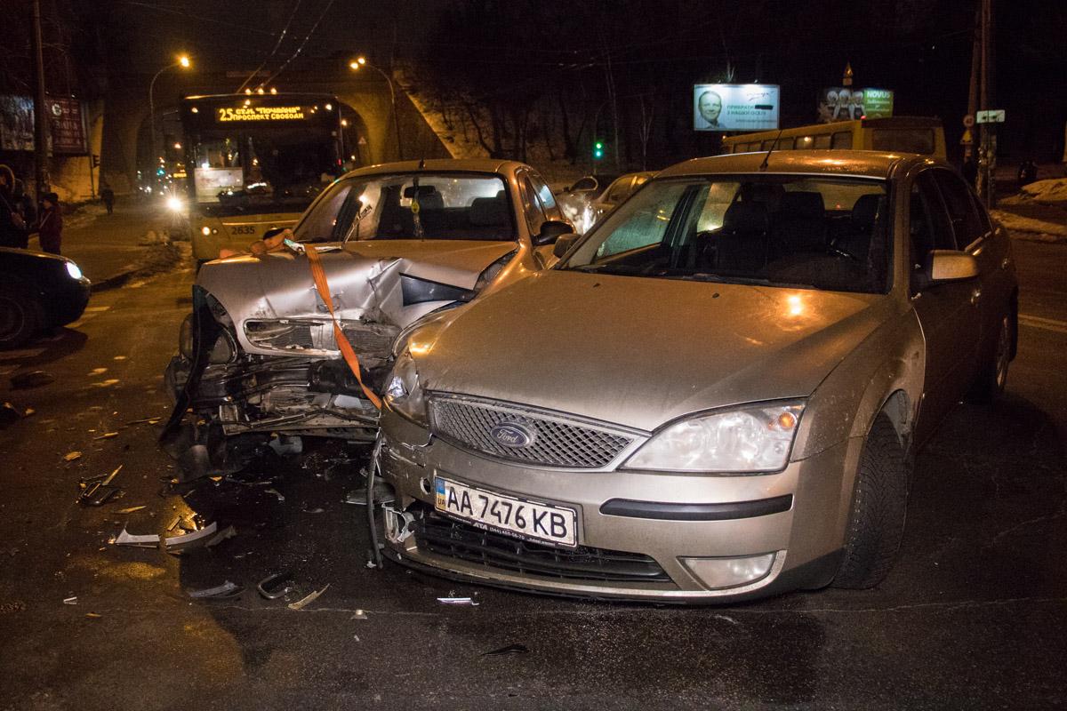 20 января в Киеве по адресу улица Вышгородская, 4 произошло ДТП