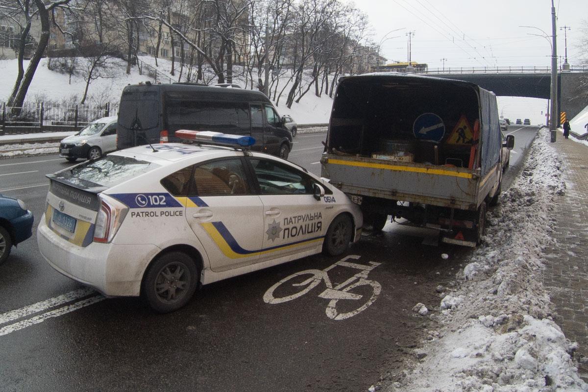 ДТП произошло недалеко от пересечения бульвара Дружбы Народов с улицей Кургановская около 9:35