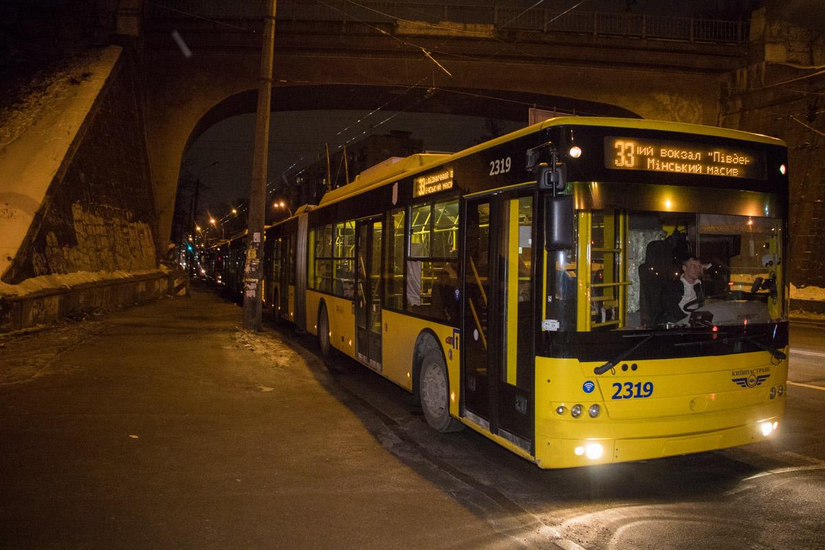На время оформления ДТП было парализовано движение троллейбусов