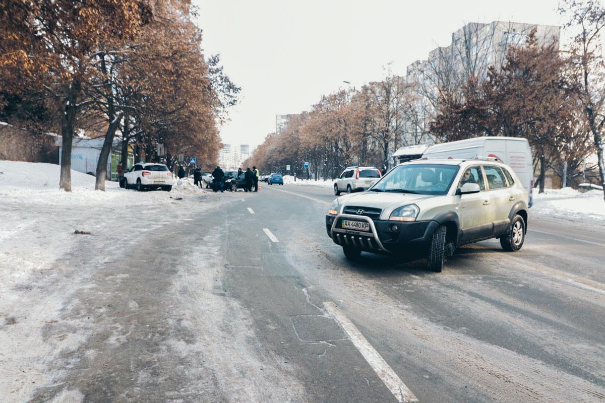 15 января в Киеве по адресу улица Демеевская, 51 произошло ДТП с участием трех автомобилей