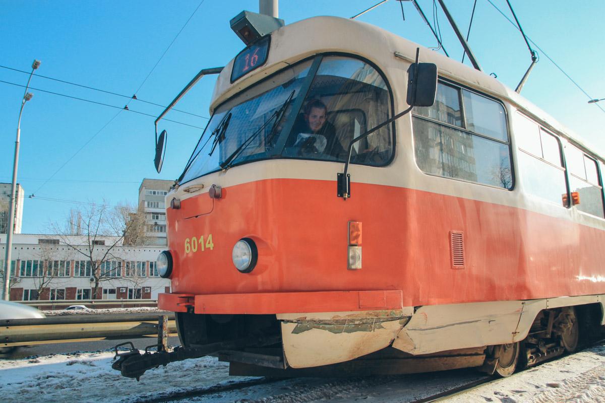 """Водитель трамвая сказал, что виновником случившегося является именно драйвер Opel, так как рядом стоит знак """"Уступите дорогу"""""""