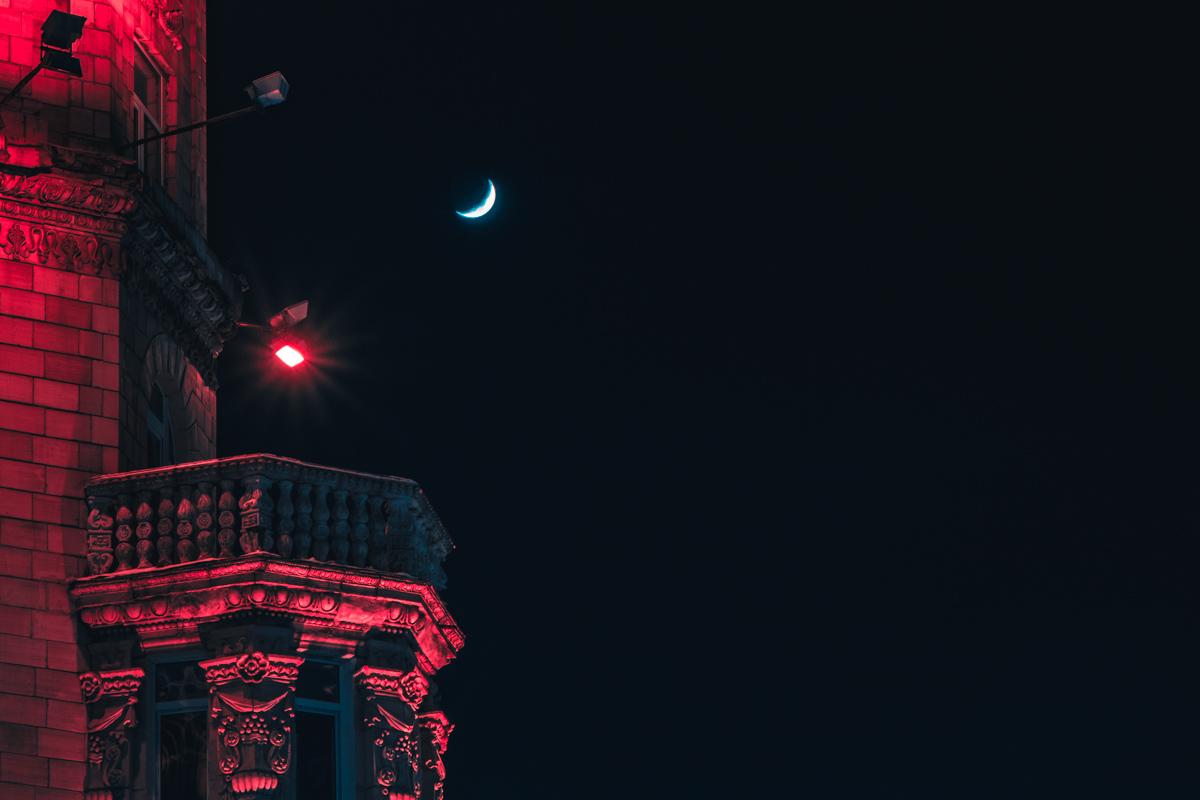 Луна напоминает нам, что в жизни все циклично: иногда насыщенно, а иногда пусто