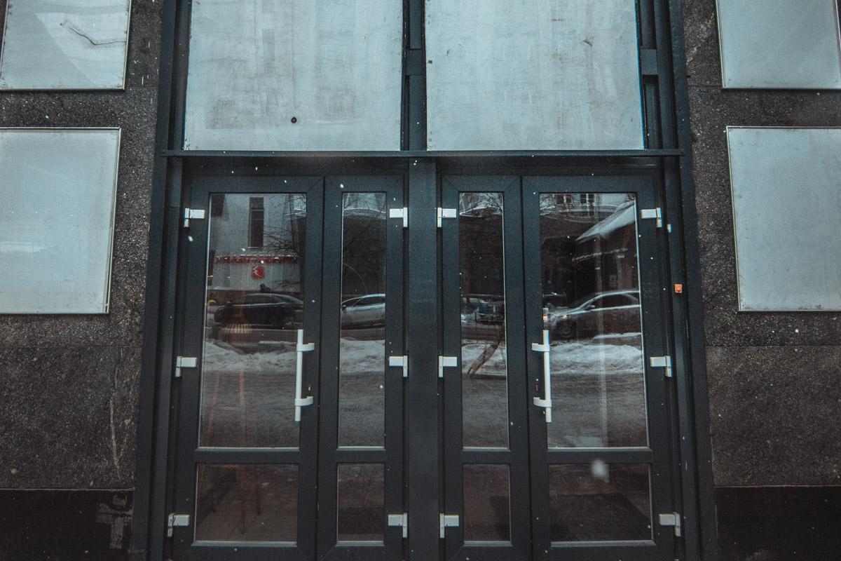 Здание кинотеатра до сих пор хранит дух времени