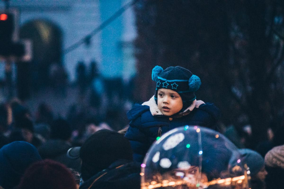 Впрочем, есть отдельный вид людей - дети, которые рады побольше времени провести на улице