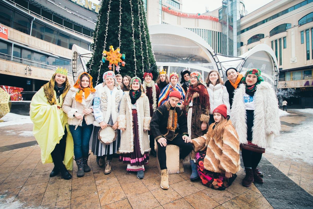 В Киеве колядники из Полтавы поздравляли жителей столицы с Крещением