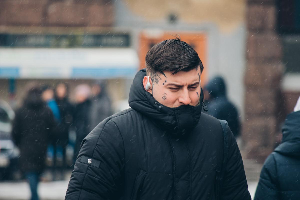 Краска под кожей однозначно греет не так, как теплый шарф