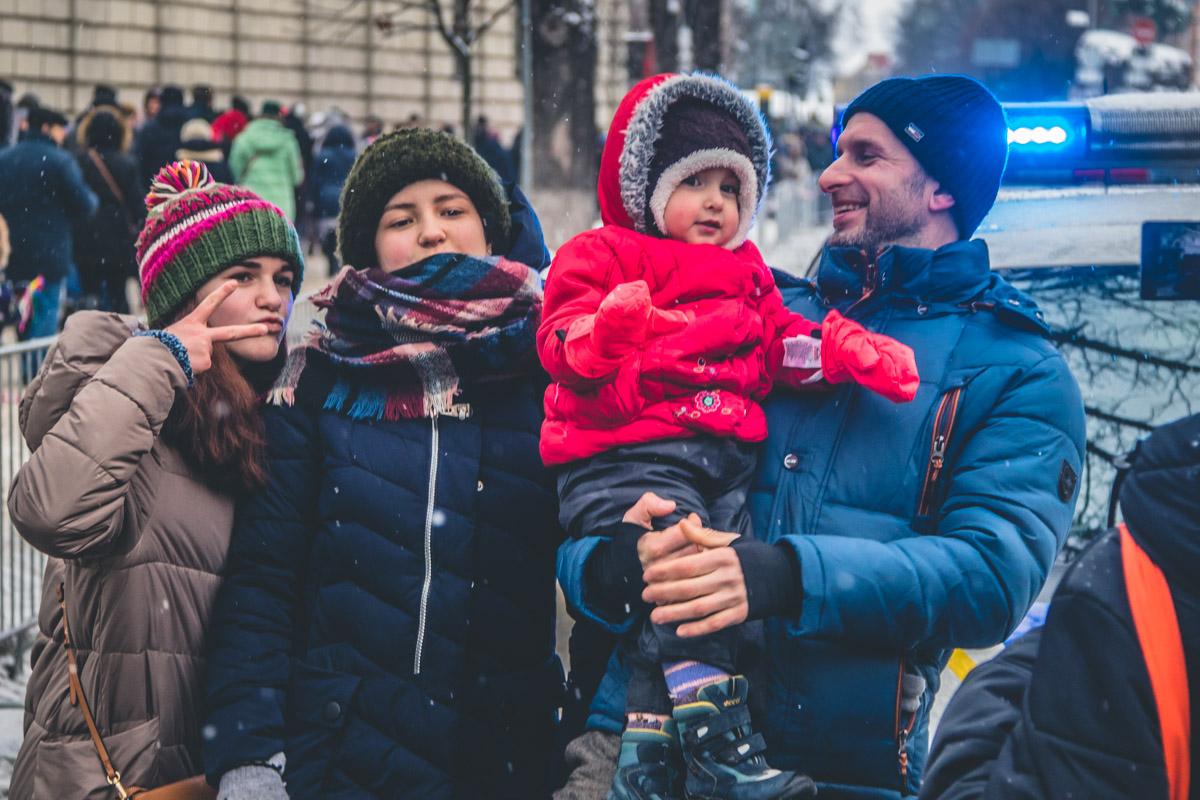 """В самом сердце Киева собрались десятки родителей с детьми, которые очень хотели узнать о работе полицейских """"изнутри"""""""