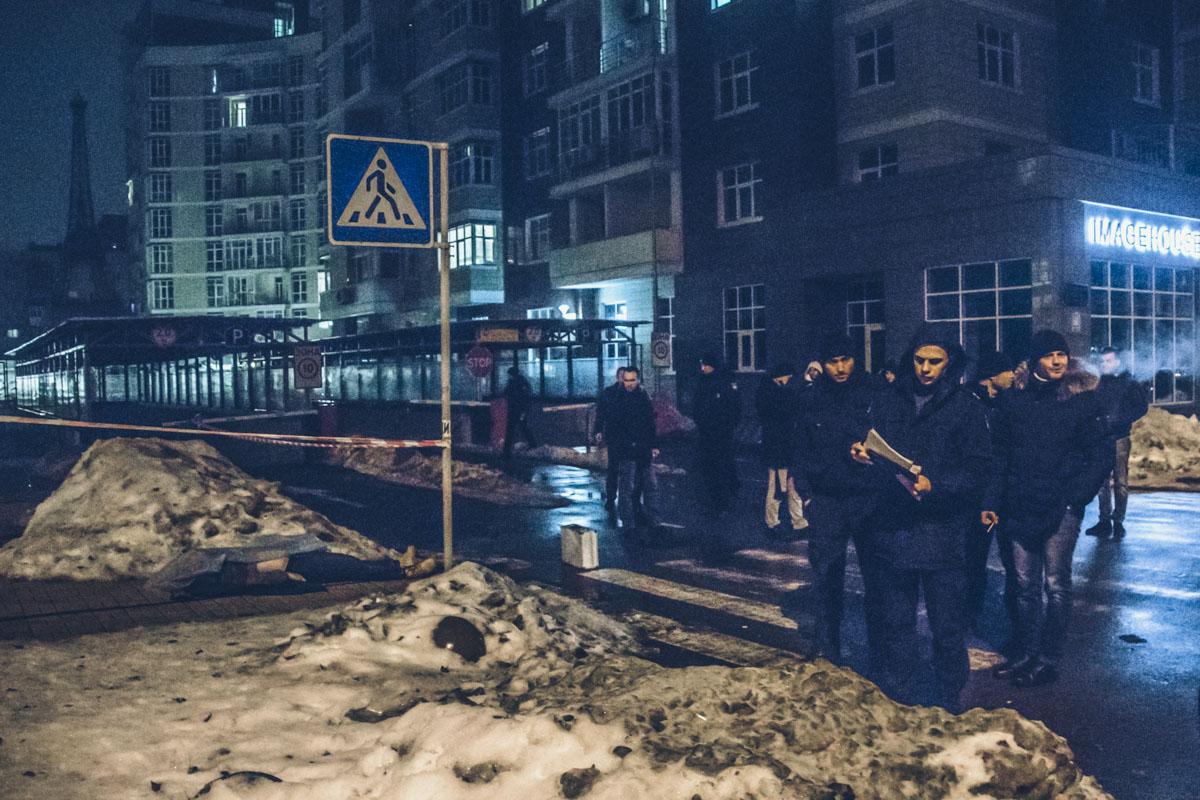 В ночь на 3 января в Киеве по адресу улица Саперное поле, 12 убили мужчину