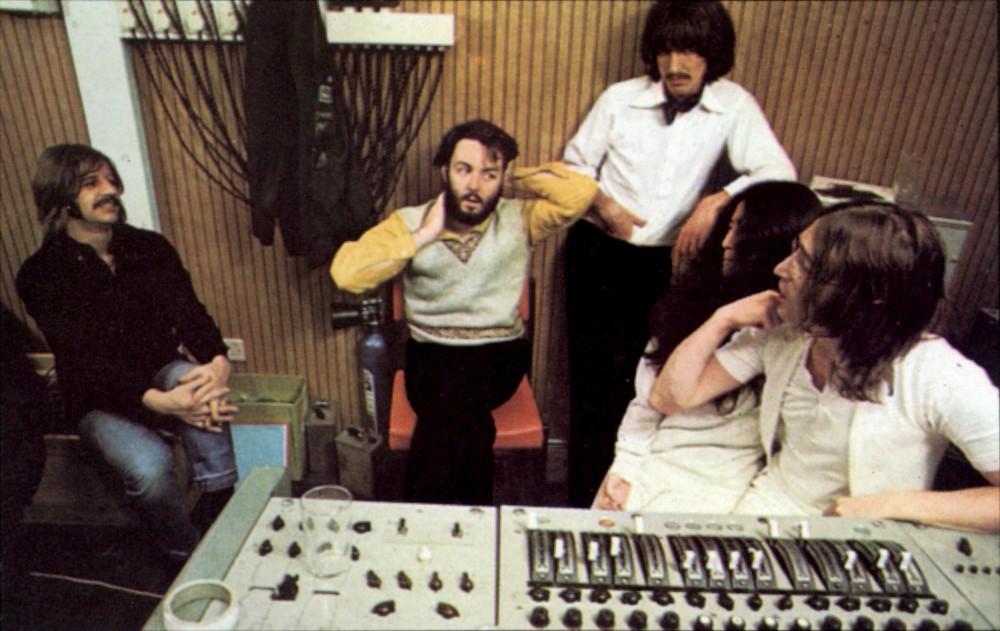 Питер Джексон (не в центре) снимет документальный фильм о The Beatles