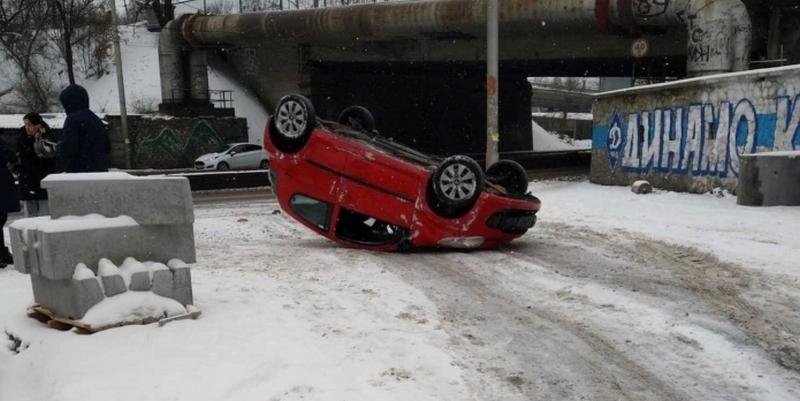 В результате авто перевернулось. Фото - очевидцы