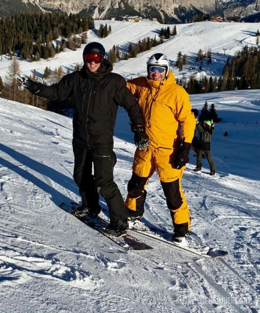 Незадолго до госпитализации, в сети появилось такое фото с братьями Кличко на склоне горы в Давосе