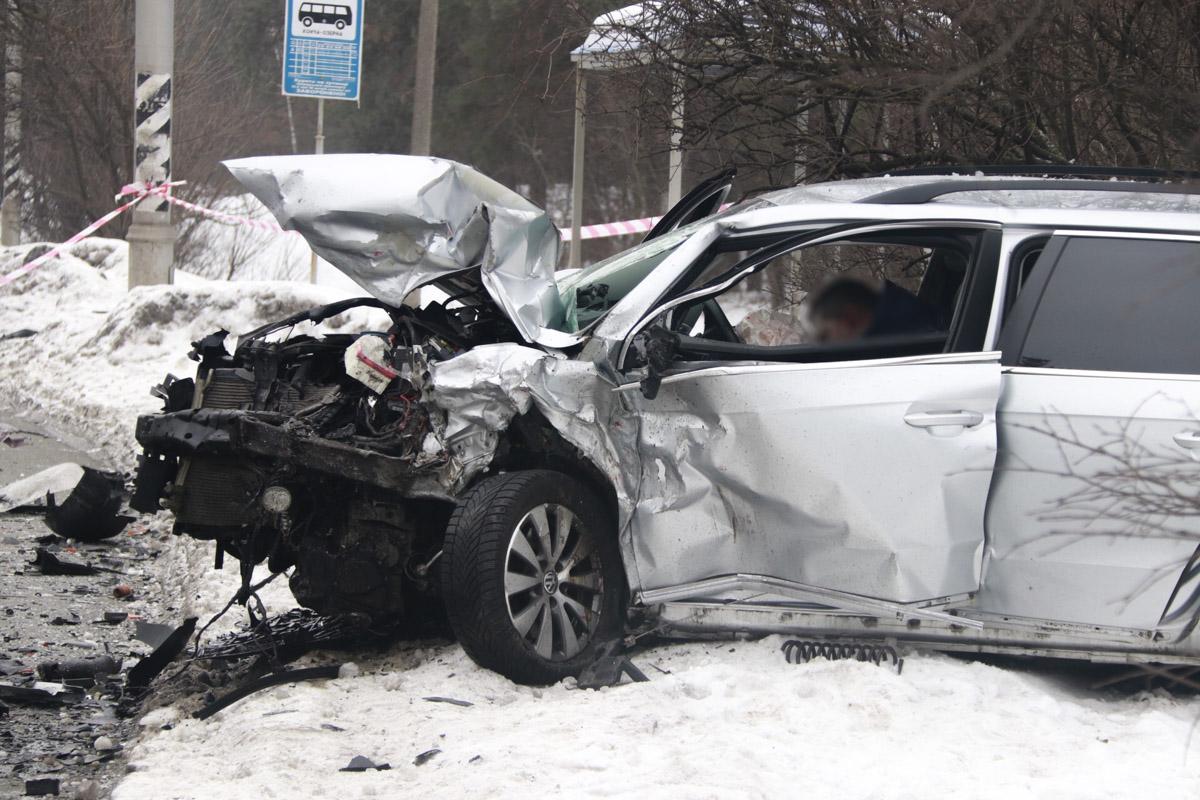 УVolkswagen сработали подушки безопасности, но, к сожалению, жизни людей это не спасло