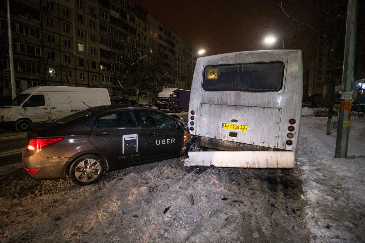 26 января в Киеве по адресу проспект Павла Тычина, 15а произошло ДТП с пострадавшими