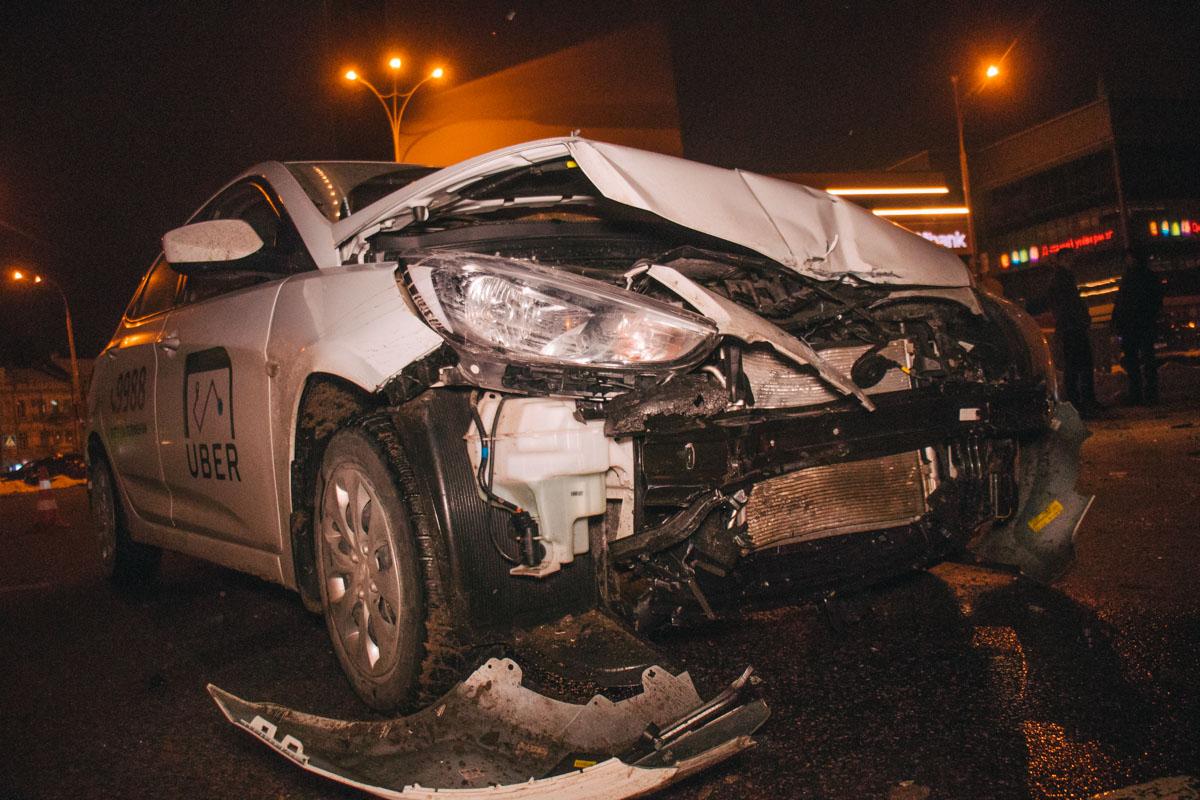 В такси была девушка-пассажир, она не пострадала