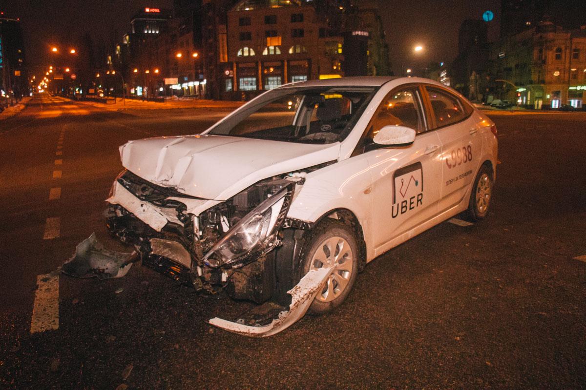 Оба водителя утверждают, что ехали на зеленый свет светофора.