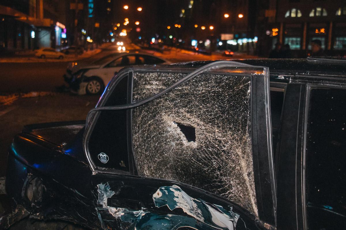 У BMW разбита вся правая часть автомобиля