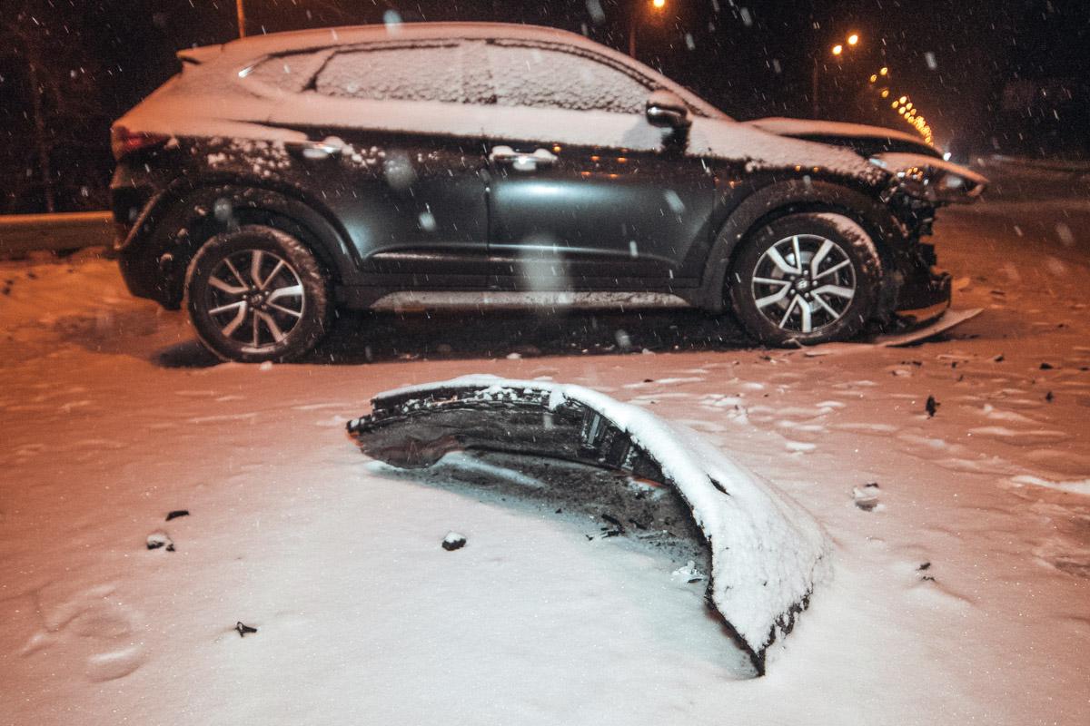 Предварительно, причиной аварии стала плохая погода и плохо очищенная трасса