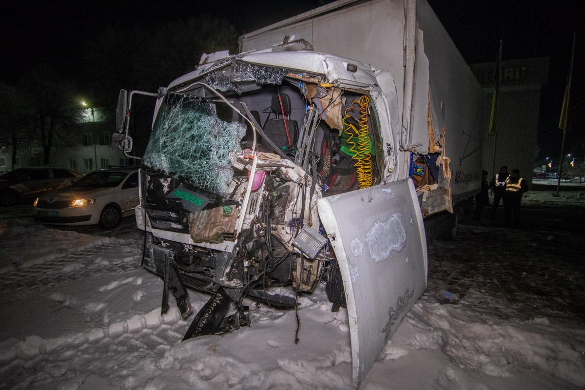 На Одесской трассе возле поворота на Чабаны столкнулись два грузовика, один из водителей скончался на месте