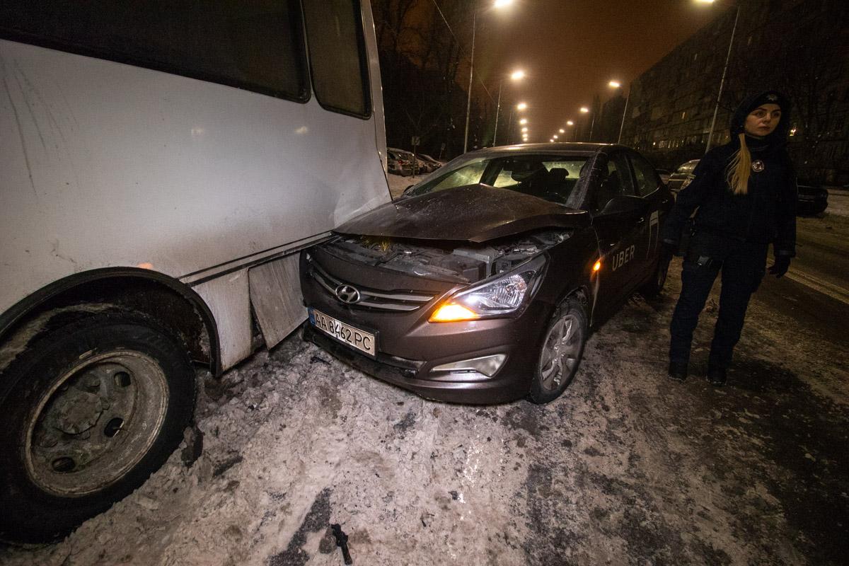 В результате аварии пострадал пассажир Uber, его госпитализировали в больницу