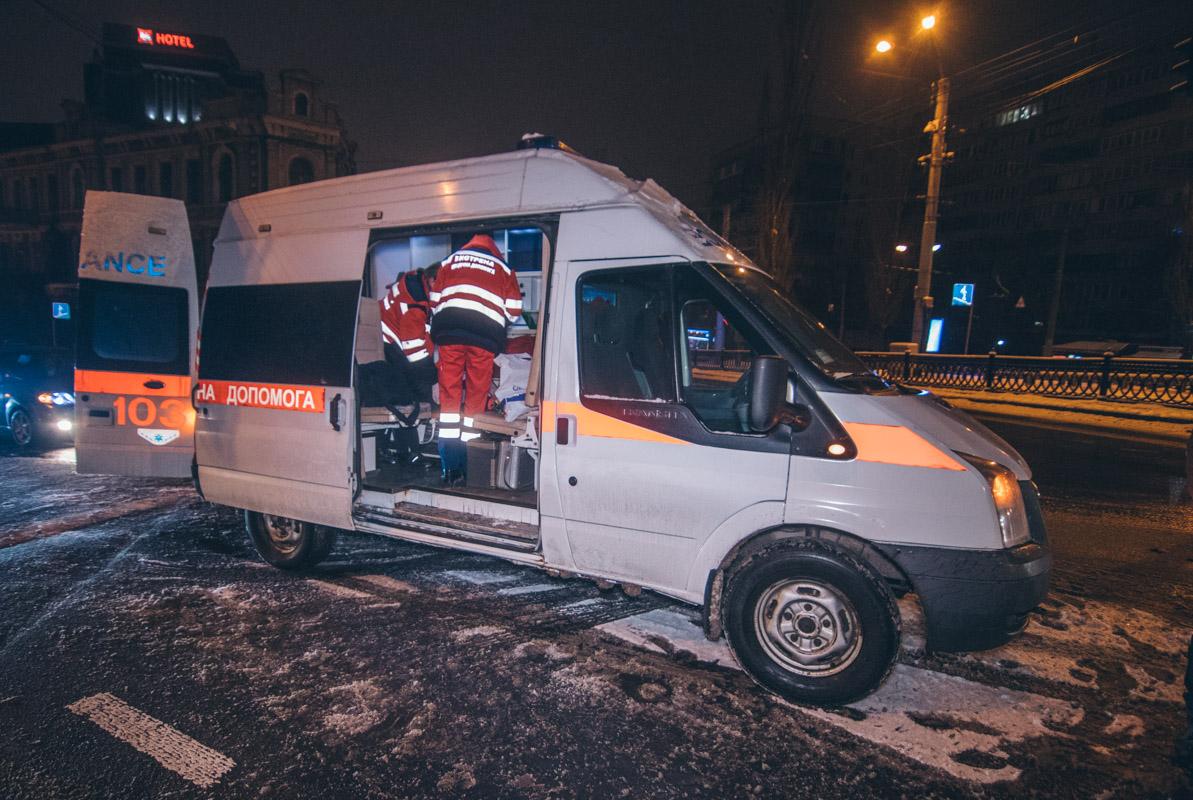 Пассажирку BMW госпитализировали медики