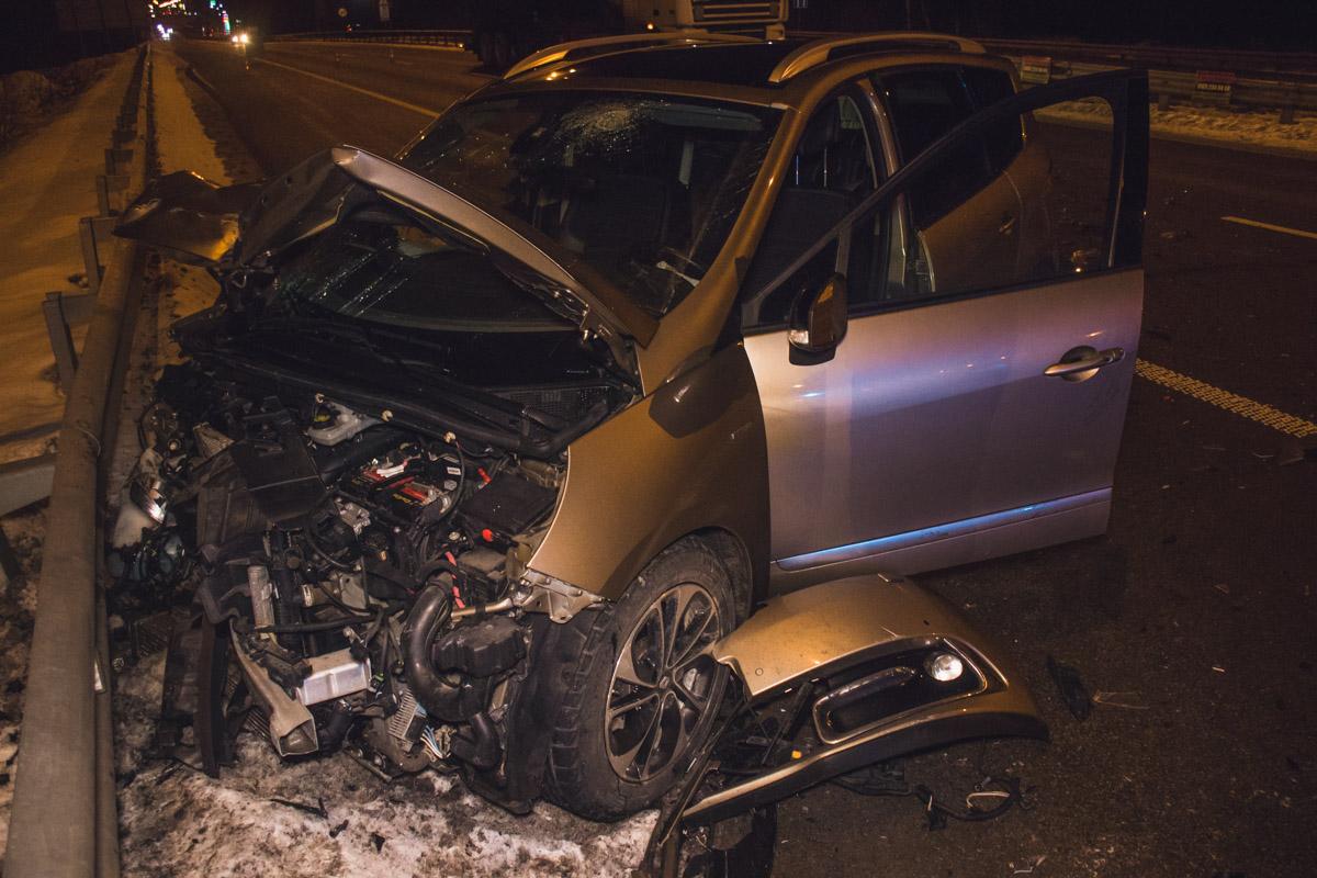 Столкнулись Renault Scenic и Mercedes Vito