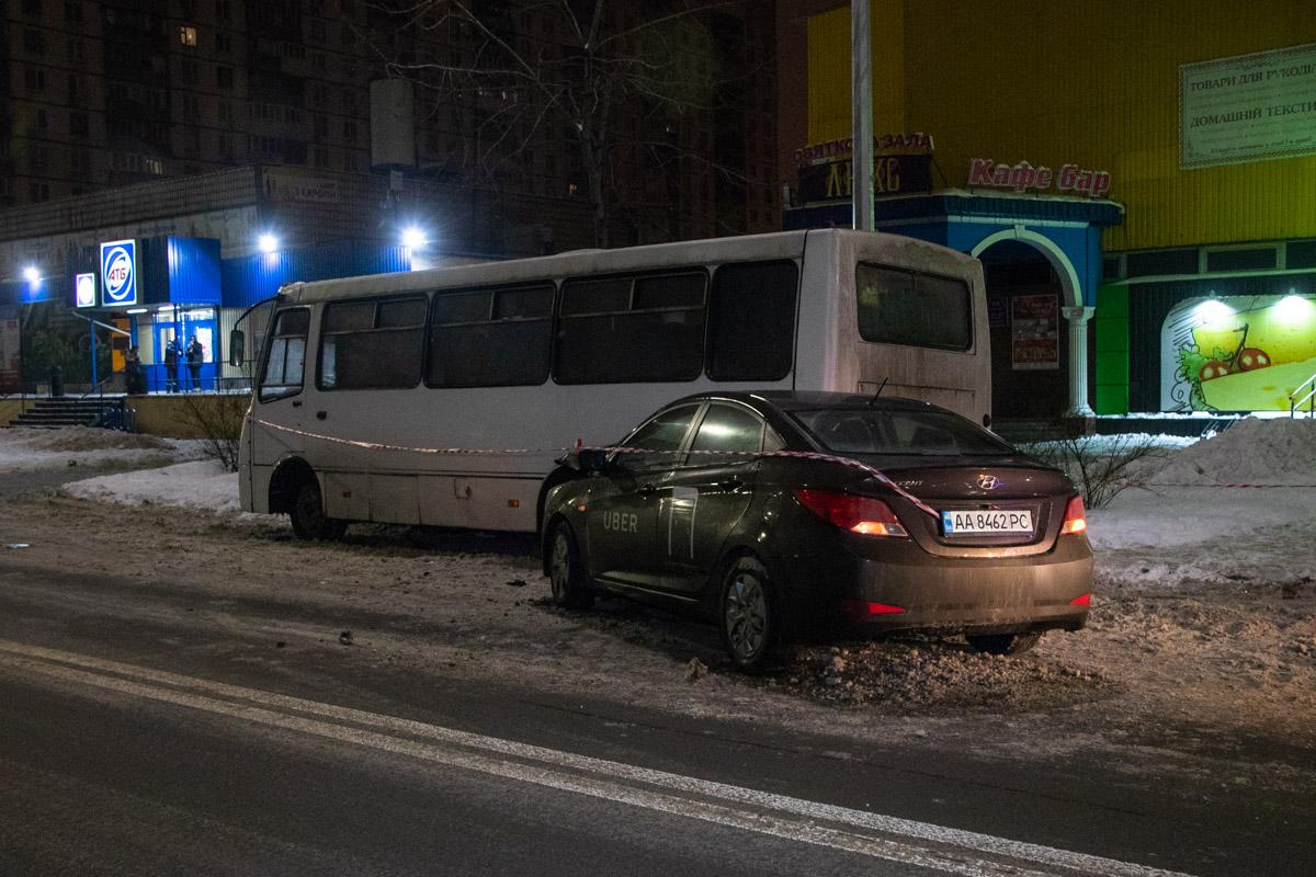 """АвтомобильHyundai Accent службы такси Uber влетел в автобус """"Богдан"""""""