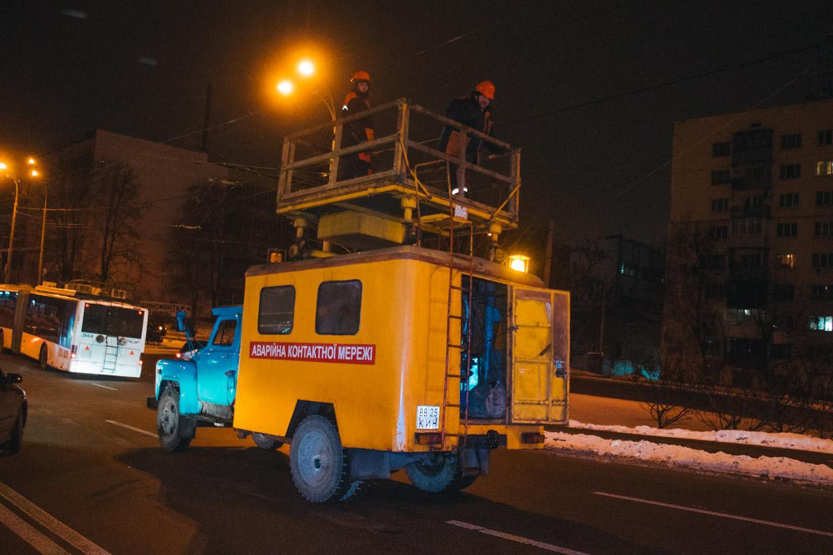 Кроме того, туда прибыла аварийная служба и ликвидировала последствия обрыва кабеля