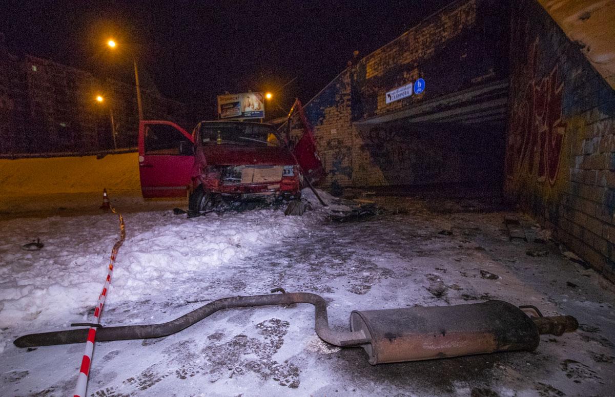 Водитель автомобиляMercedes Vito с женщиной-пассажиром двигался по проспекту Маяковского в сторону бульвара Перова