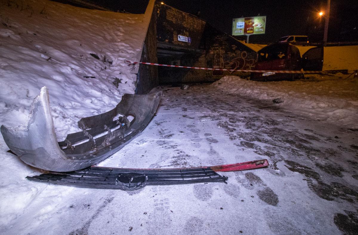 На пересечении проспекта Маяковского с улицей Сержа Лифаря, мужчина потерял управление и вылетел с дороги