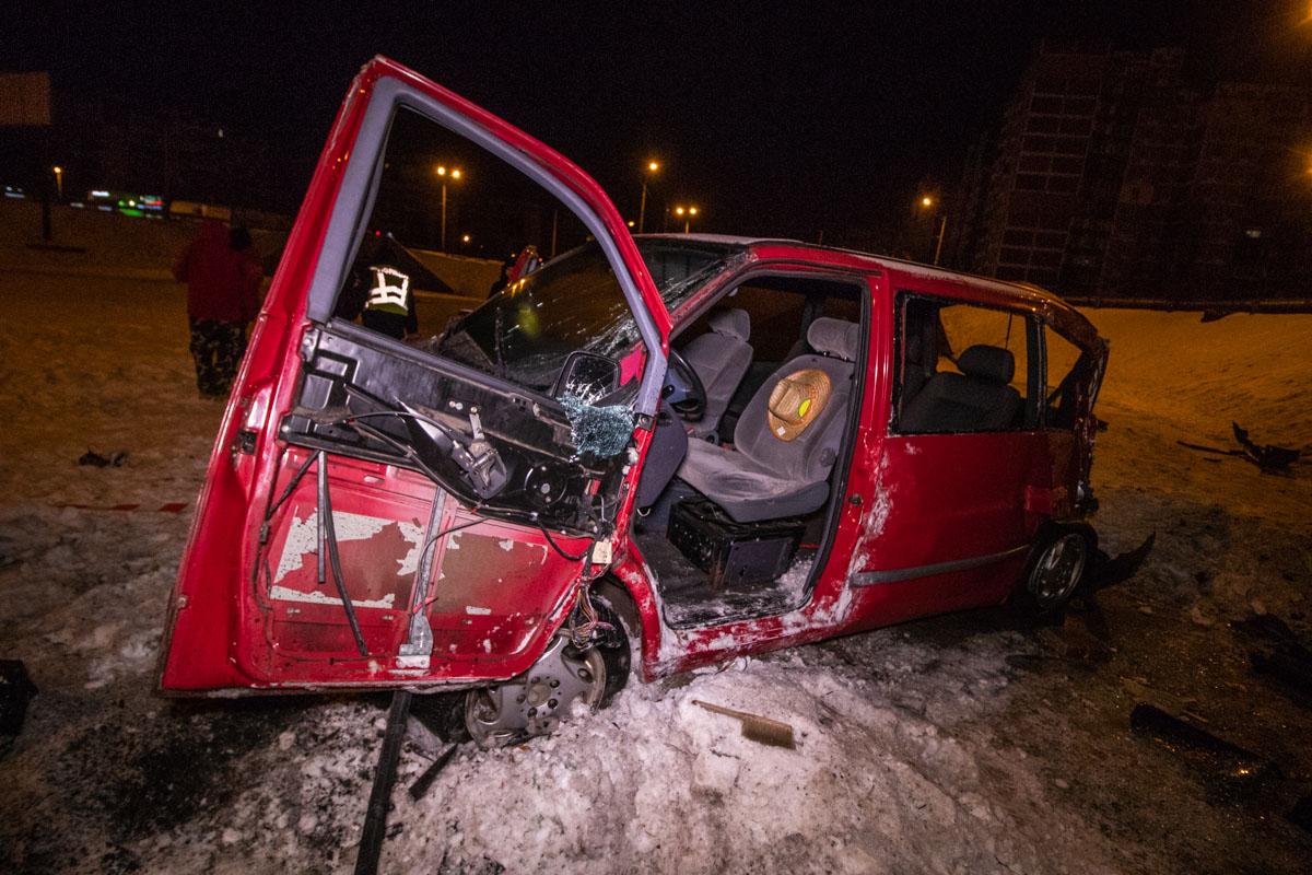 В результате ДТП серьезные травмы получили водитель и пассажирка автомобиля
