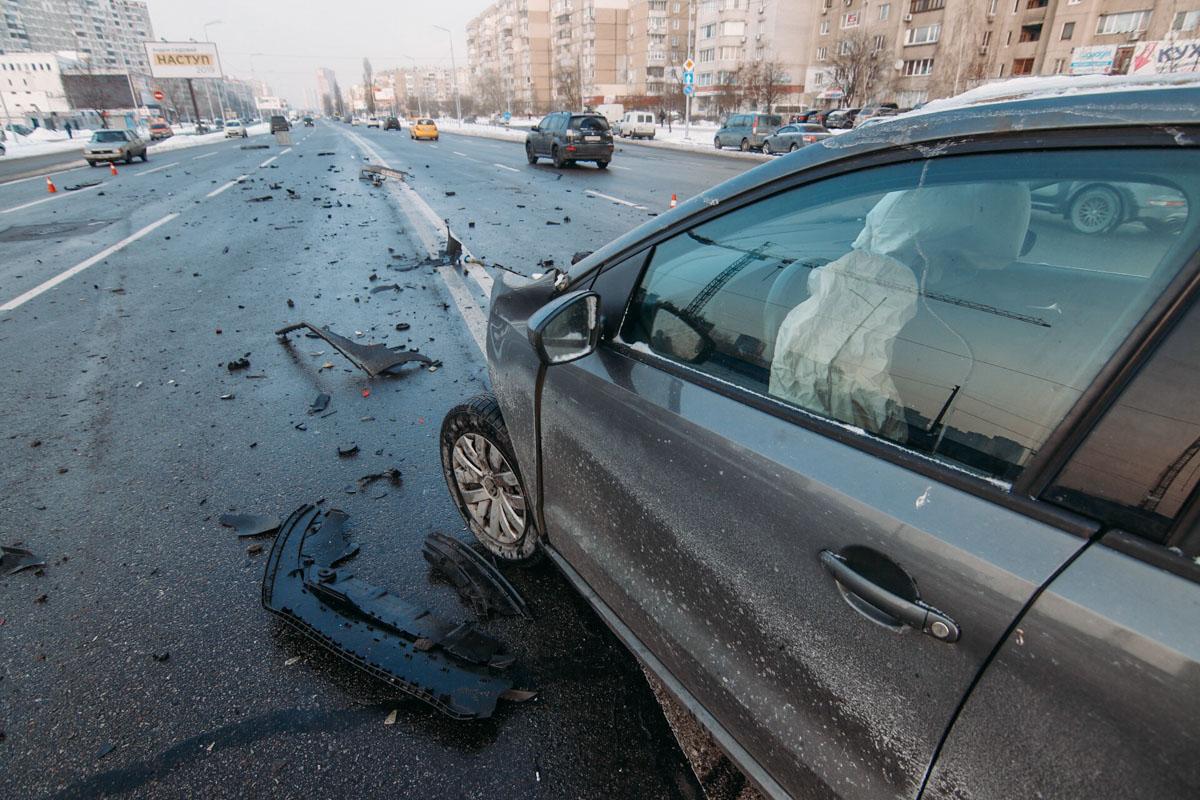 9 января на улице Ревуцкого произошла серьезная авария с участием автомобилей Volkswagen Polo и Transporter