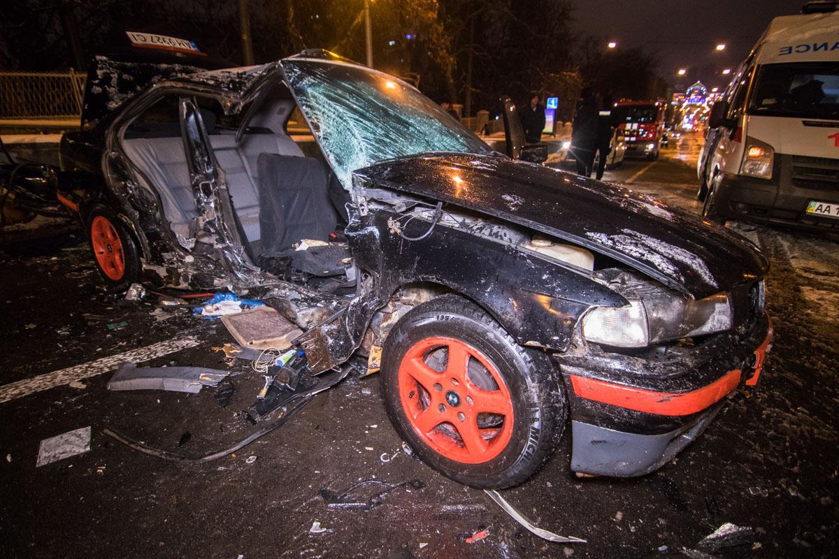 Предварительно, водитель BMW проехал на красный сигнал светофора