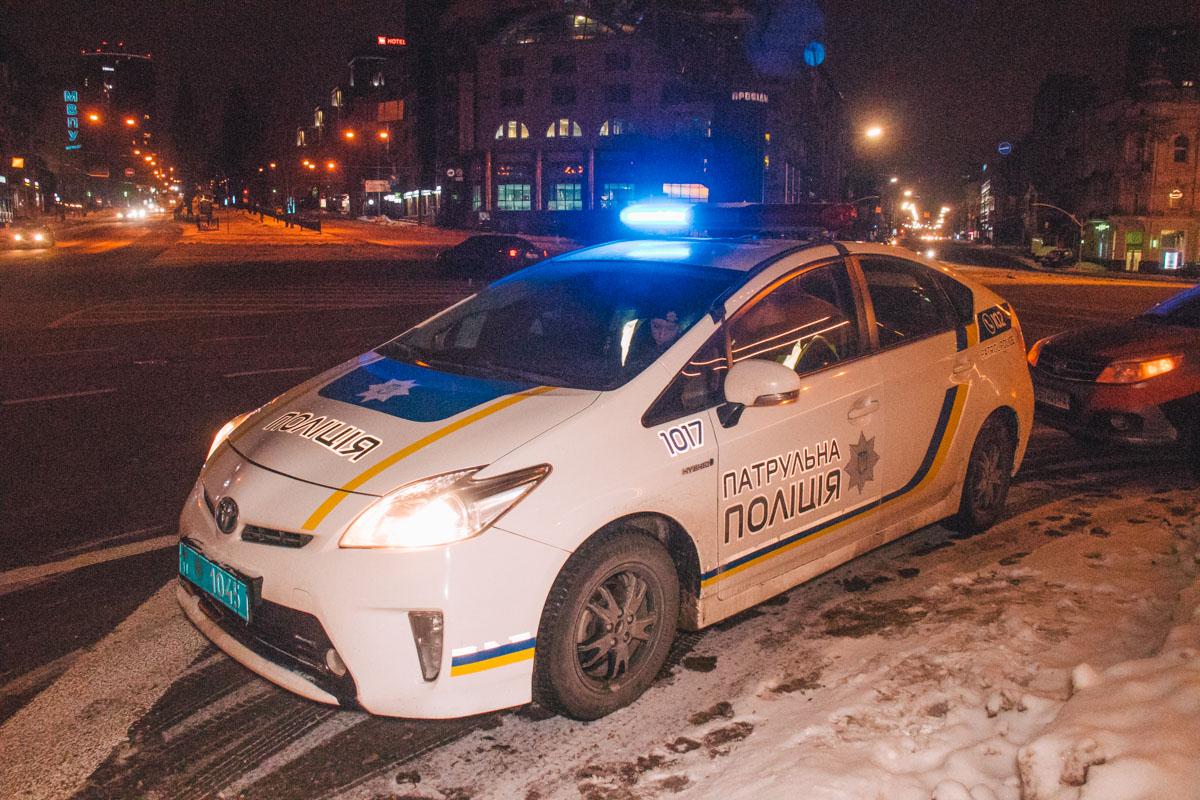 На месте происшествия работал полицейский патруль и следственно-оперативная группа