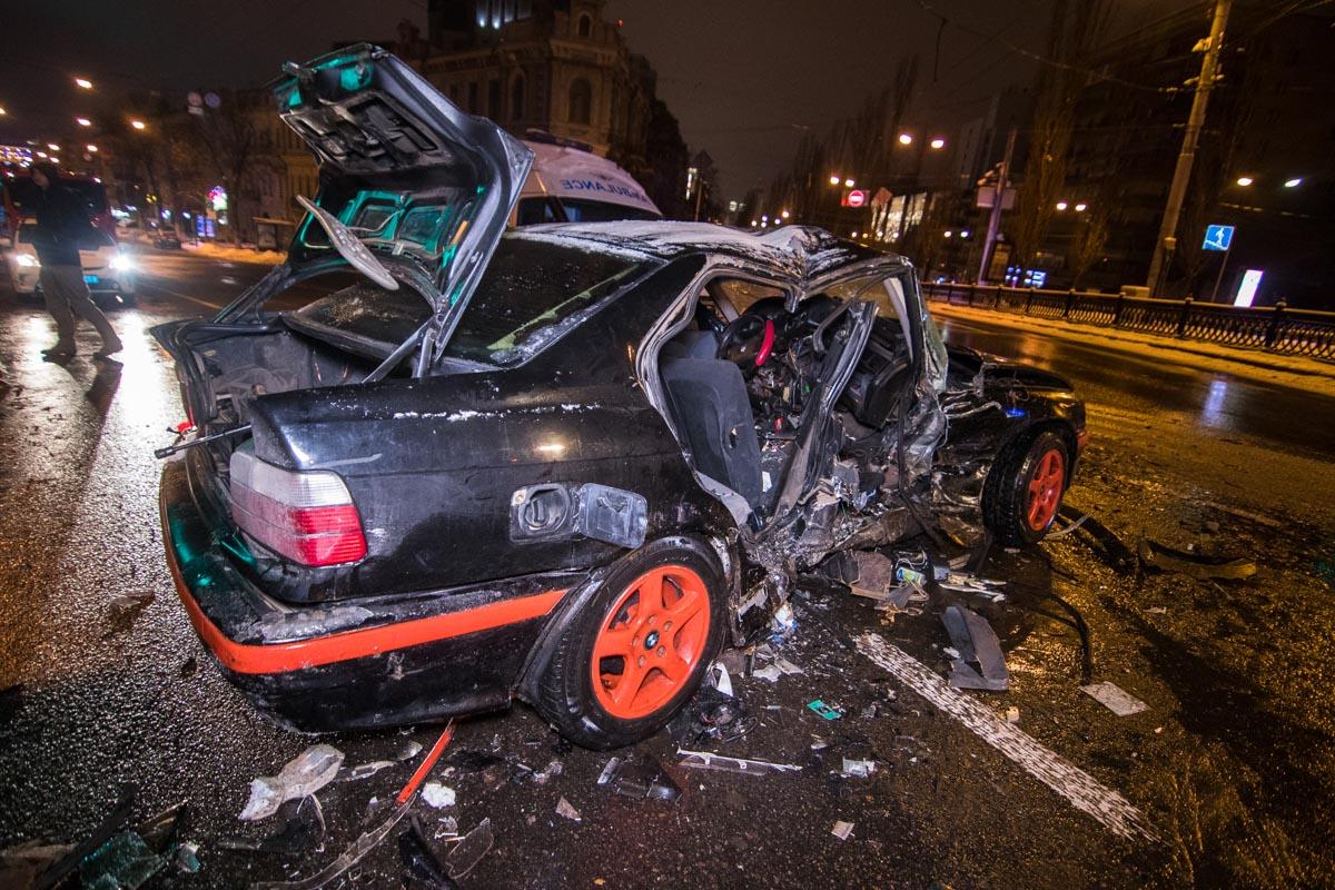 Удар пришелся в боковую часть BMW