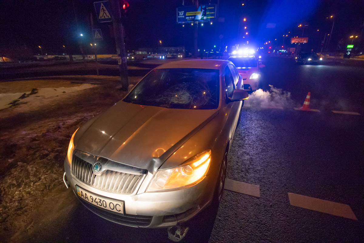 В субботу, 19 января, в Киеве напротив ТРЦ Lavina Mall произошло ДТП с пострадавшим